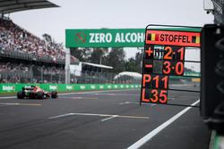 Le panneau des stands de Stoffel Vandoorne, McLaren MCL32