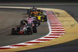Kevin Magnussen, Haas F1 Team VF-18 Ferrari, leads Sergio Perez, Force India VJM11 Mercedes, Nico Hulkenberg, Renault Sport F1 Team R.S. 18, Fernando Alonso, McLaren MCL33 Renault, and Lewis Hamilton, Mercedes AMG F1 W09