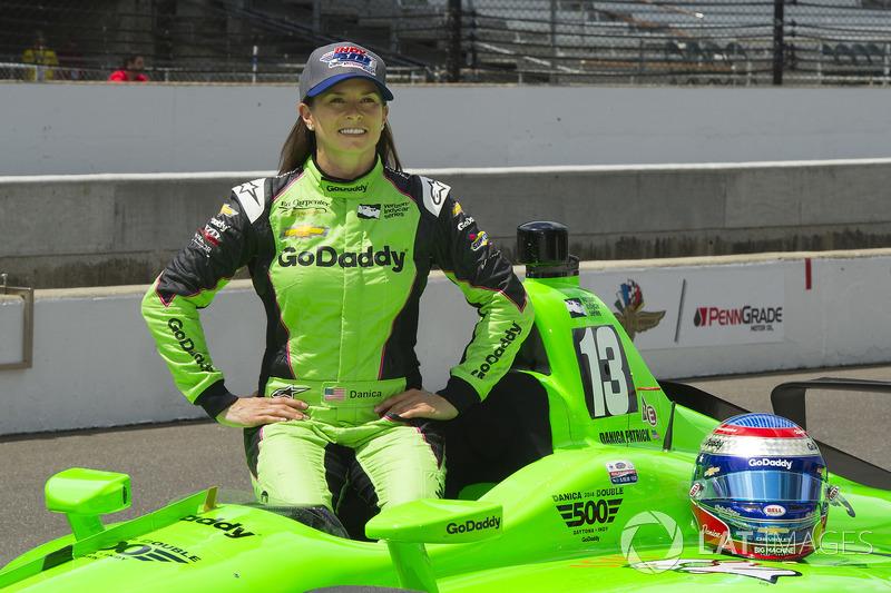 """7. <img src=""""https://cdn-8.motorsport.com/static/img/cfp/0/0/0/200/228/s3/united_states-2.jpg"""" alt="""""""" width=""""20"""" height=""""12"""" />Даника Патрик, Ed Carpenter Racing Chevrolet"""