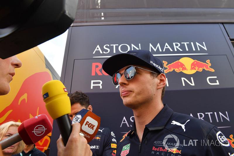 """Max Verstappen: """"Olhando para o lado positivo, o carro estava trabalhando muito bem. Mesmo coma falta de velocidade final, o carro estava lidando bem com os pneus."""""""