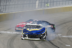 Crash: Chase Elliott, Hendrick Motorsports, Chevrolet Camaro NAPA Auto Parts, Kurt Busch, Stewart-Haas Racing, Ford Fusion Haas Automation