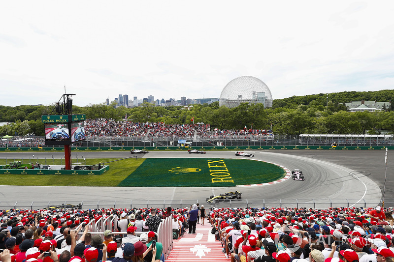 Carlos Sainz Jr., Renault Sport F1 Team R.S. 18, devant Sergio Perez, Force India VJM11, Charles Leclerc, Sauber C37