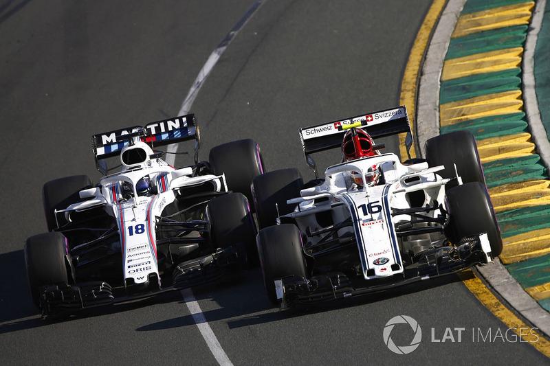 Charles Leclerc, Sauber C37 Ferrari, lotta con Lance Stroll, Williams FW41 Mercedes