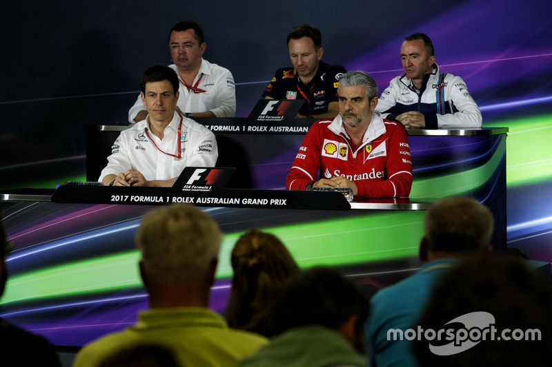 FIA Press Pressekonferenz: Eric Boullier, McLaren Renndirektor; Christian Horner, Red Bull Racing Te