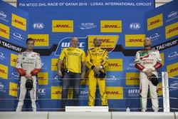 Podium: Race winner Gabriele Tarquini, LADA Sport Rosneft, Lada Vesta; second place Tom Chilton, Sébastien Loeb Racing, Citroën C-Elysée WTCC; third place Rob Huff, Honda Racing Team JAS, Honda Civic WTCC