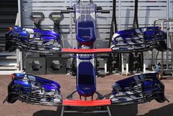 Le nez et les ailerons avant de la Scuderia Toro Rosso STR12