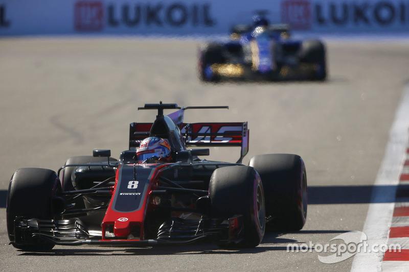 Romain Grosjean, Haas F1 Team VF-17, Marcus Ericsson, Sauber C36