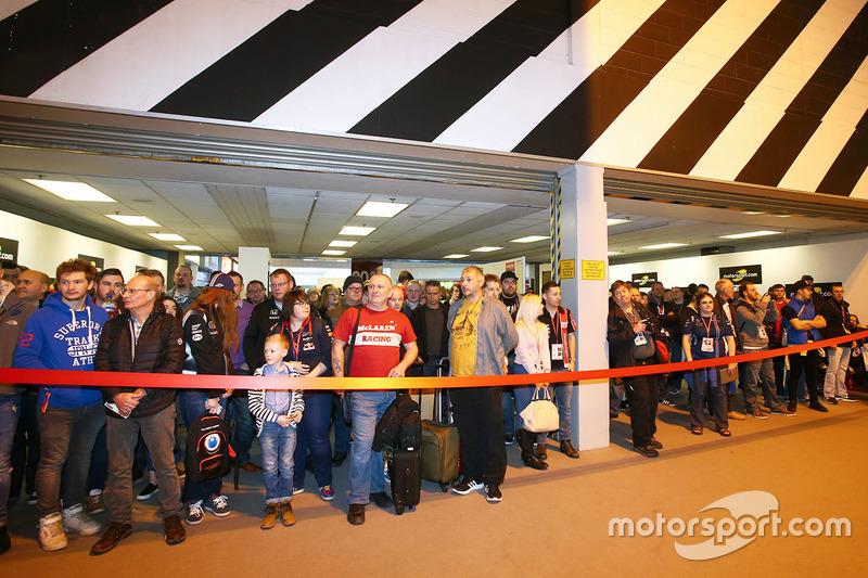 Fans preparados para entrar