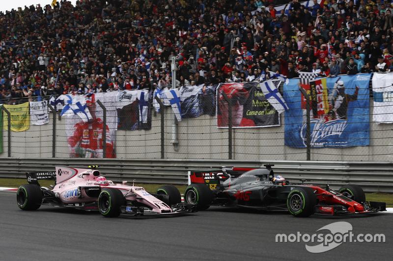 Romain Grosjean, Haas F1 Team VF-17, battles with Esteban Ocon, Force India VJM10