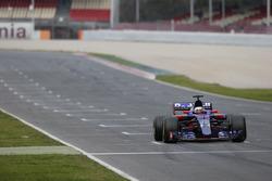 Carlos Sainz Jr., Scuderia Toro Rosso STR12, makes a practice start