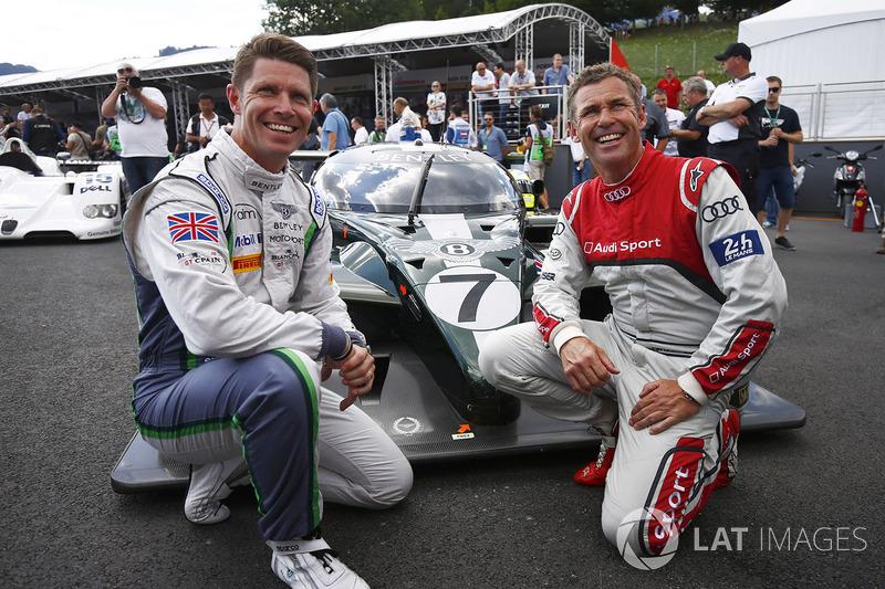 Guy Smith y Tom Kristensen posan con el Bentley con el que ganaron en 2003