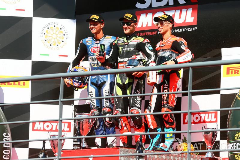 Podium: Ganador, Jonathan Rea, Kawasaki Racing, segundo, Michael van der Mark, Pata Yamaha, tercero, Marco Melandri, Ducati Team