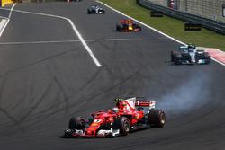 Kimi Raikkonen, Ferrari SF70-H locks up