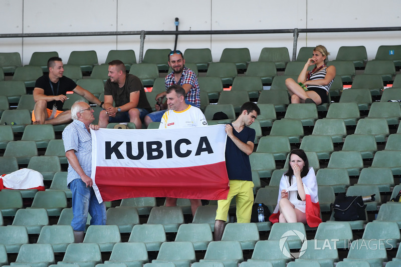 Robert Kubica, Renault Sport F1 Team fans and banner