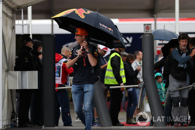 Макс Ферстаппен, Red Bull Racing, заходить у паддок