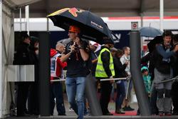 Max Verstappen, Red Bull Racing, kommt im Fahrerlager an