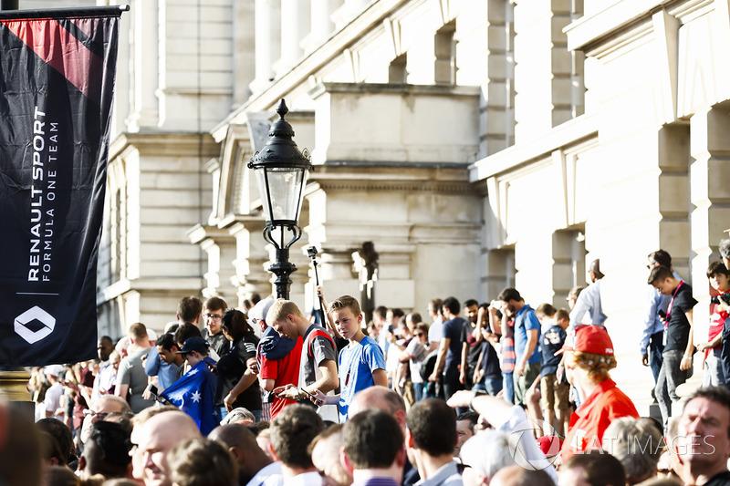 Фанати на вулицях Лондона