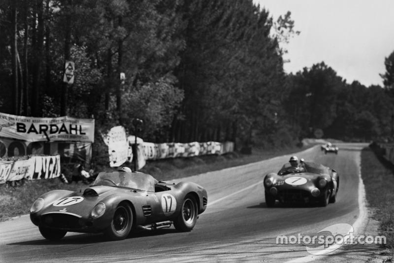 1960 год. Экипажи Рикардо Родригеса и Андре Пилетта, Ferrari 250 TR59, и Джима Кларка и Роя Сальвадори, Aston Martin DBR1/30