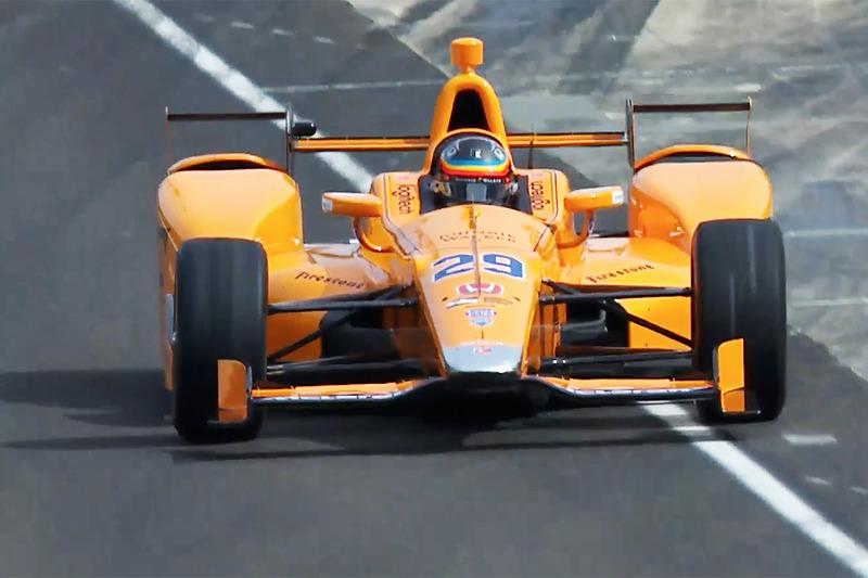 Фернандо Алонсо, Andretti Autosport Honda, покидает пит-лейн в первый раз