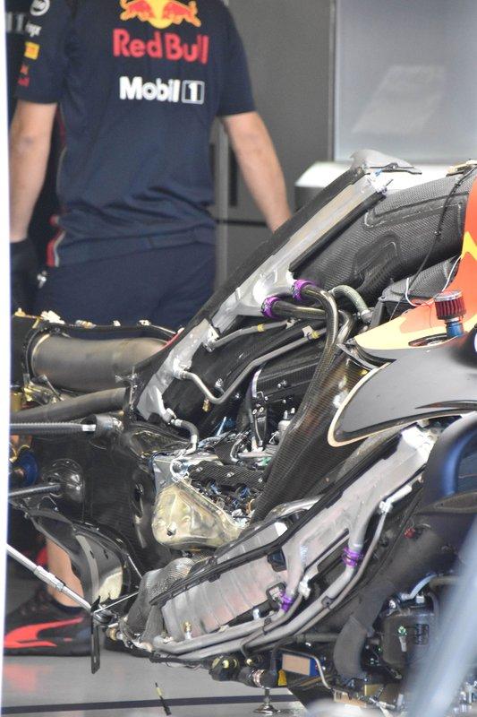 Red Bull Racing RB15 motor detay