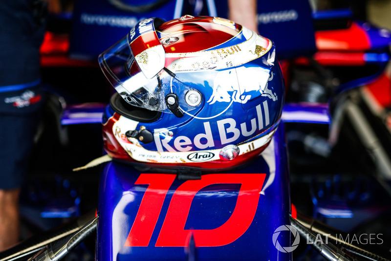 Шлем Пьера Гасли из сезона-2018 (выступал за Toro Rosso)