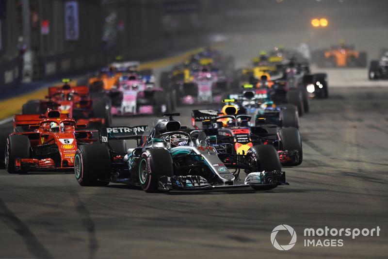 Lewis Hamilton, Mercedes-AMG F1 W09 EQ Power+ líder al iniico