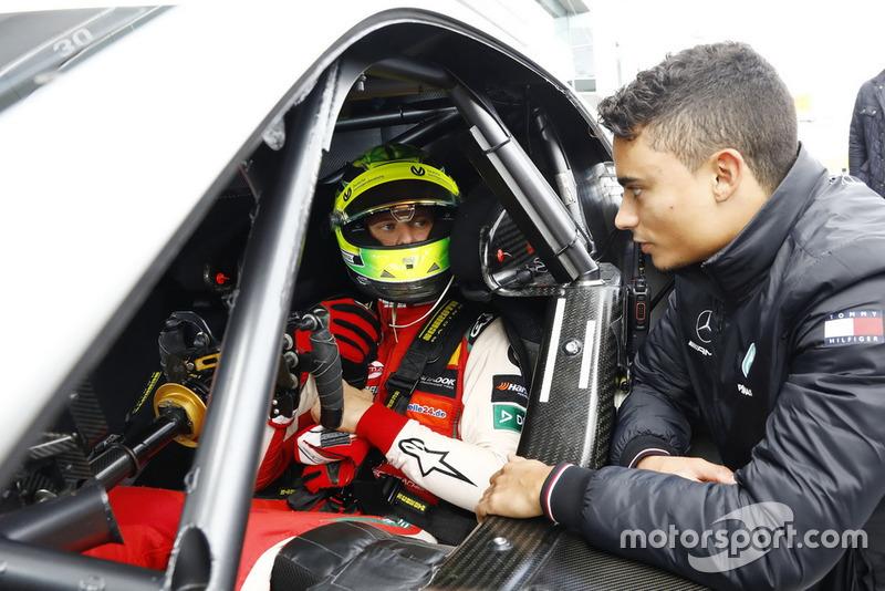 Мік Шумахер в машині Mercedes-AMG C63 DTM, поруч Паскаль Верляйн
