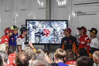 Andrea Dovizioso, Ducati Team, Valentino Rossi, Yamaha Factory Racing, Cal Crutchlow, Team LCR Honda, Drew Feustel, NASA-Astronaut in der ISS, Marc Marquez, Repsol Honda Team, Jorge Lorenzo, Ducati Team, Alvaro Bautista, Angel Nieto Team