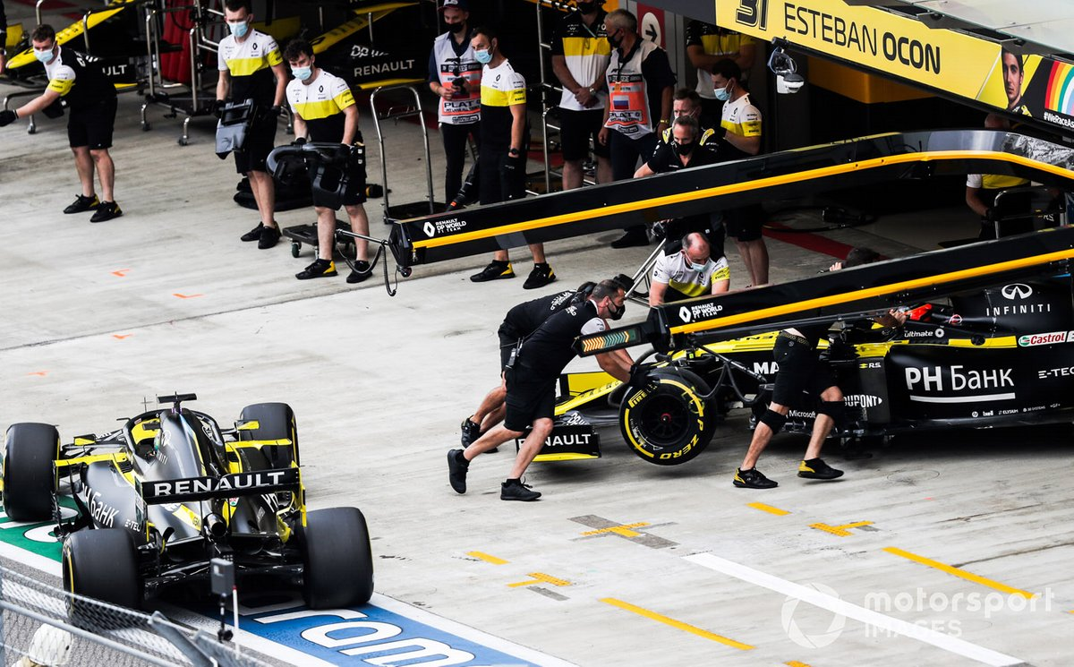 Esteban Ocon, Renault F1 Team R.S.20, is returned to the garage as Daniel Ricciardo, Renault F1 Team R.S.20, arrives outside
