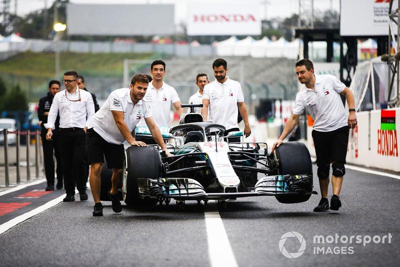 7. Teams prüfen Autos selbst