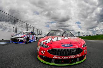 Kurt Busch, Stewart-Haas Racing, Ford Fusion Haas Automation/Monster Energy, A.J. Allmendinger, JTG Daugherty Racing, Chevrolet Camaro Kroger ClickList