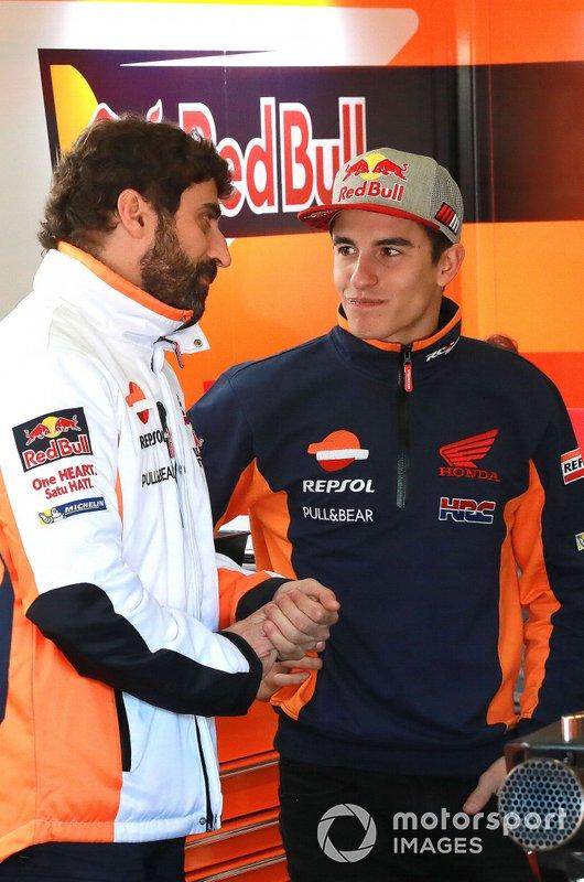 Марк Маркес з керівником своєї команди Санті Ернандесом, Repsol Honda Team