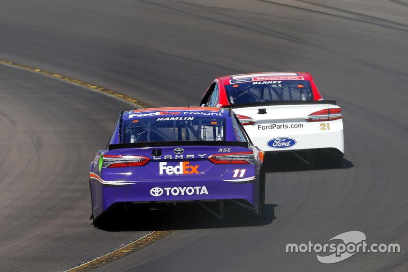Denny Hamlin, Joe Gibbs Racing, Toyota; Ryan Blaney, Wood Brothers Racing, Ford