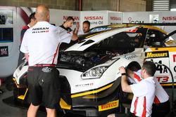 #24 Nissan Motorsport, Nissan GT-R Nismo GT3 siendo reparado
