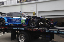 Lexus RCF GT3 команды 3GT Racing, последствия аварии: Скотт Прюэтт, Ян Джеймс, Сэдж Карам, Густаво Менесес