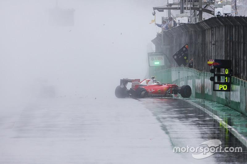 4 (GP de Brasil) Kimi Raikkonen, Ferrari SF16-H, Choca en la recta principal