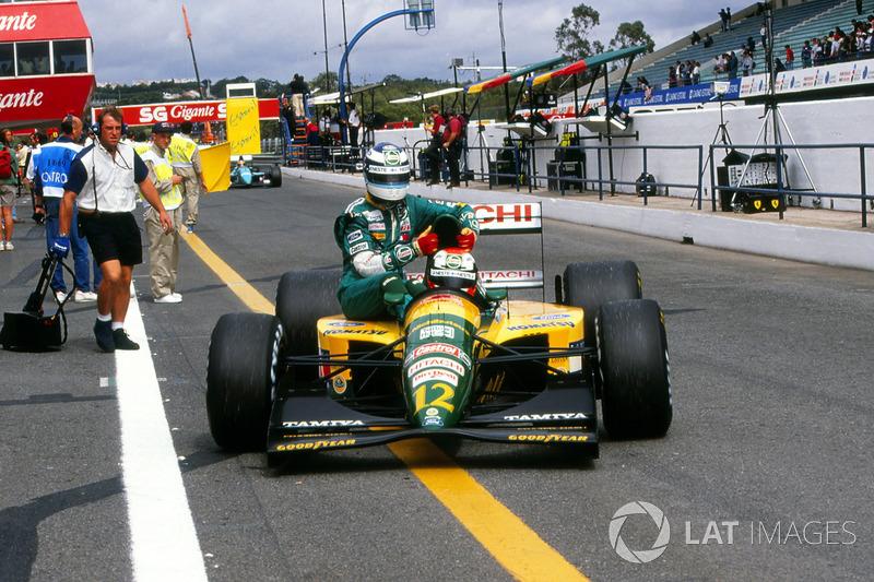 Estoril 1992 : Johnny Herbert (Lotus) ramène Mika Häkkinen (Lotus)