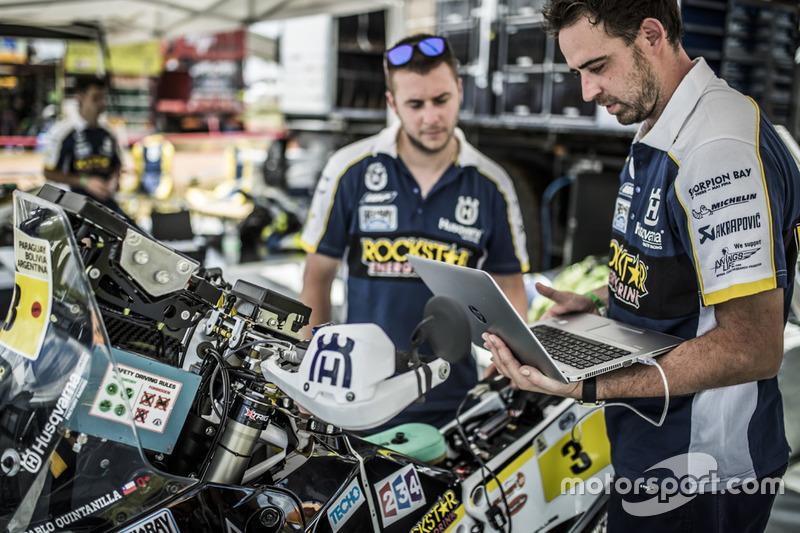 Mecánicos del #3 Husqvarna Factory Racing: Pablo Quintanilla