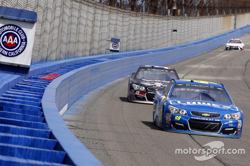 Jimmie Johnson, Hendrick Motorsports, Chevrolet; Jeffrey Earnhardt, Circle Sport - The Motorsports Group, Chevrolet