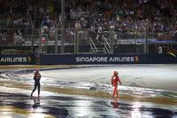 Max Verstappen, Red Bull Racing y Kimi Raikkonen, Ferrari regresan a pits después de chocar