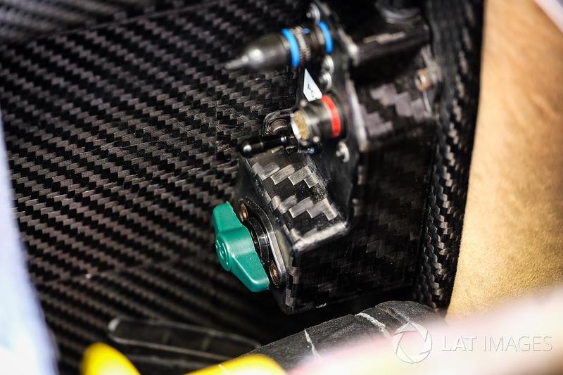 Dragon Racing detalle de cabina