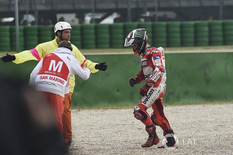 Jorge Lorenzo, Ducati Team, después de su caída