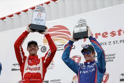 Podium: race winner Sébastien Bourdais, Dale Coyne Racing Honda , Scott Dixon, Chip Ganassi Racing Honda celebrating