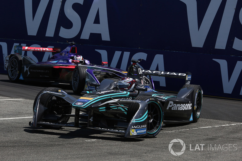 Adam Carroll, Jaguar Racing, leads Alex Lynn, DS Virgin Racing