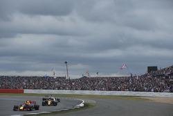 Max Verstappen, Red Bull Racing RB13, Nico Hulkenberg, Renault Sport F1 Team RS17