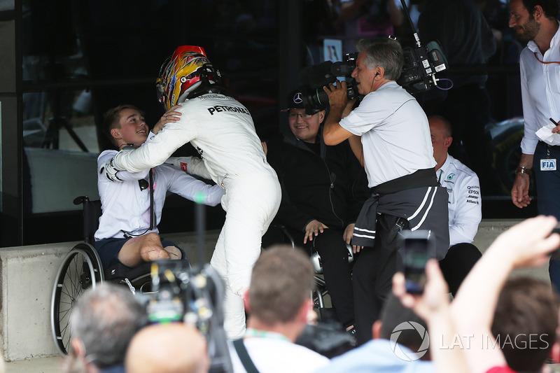 Ganador de la carrera Lewis Hamilton, Mercedes AMG F1 y Billy Monger