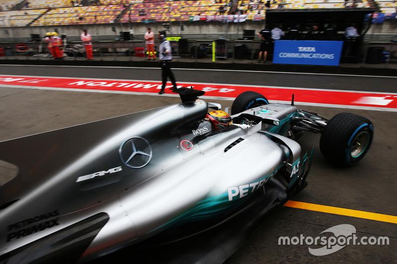 Lewis Hamilton, Mercedes AMG F1 W08, fährt aus der Box