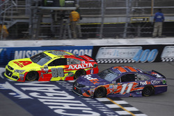 Dale Earnhardt Jr., Hendrick Motorsports Chevrolet, Denny Hamlin, Joe Gibbs Racing Toyota
