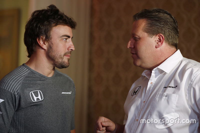Fernando Alonso és Zak Brown