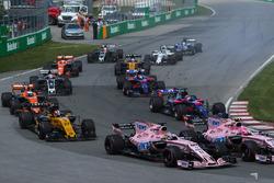 Sergio Perez, Sahara Force India VJM10 y Esteban Ocon, Sahara Force India VJM10